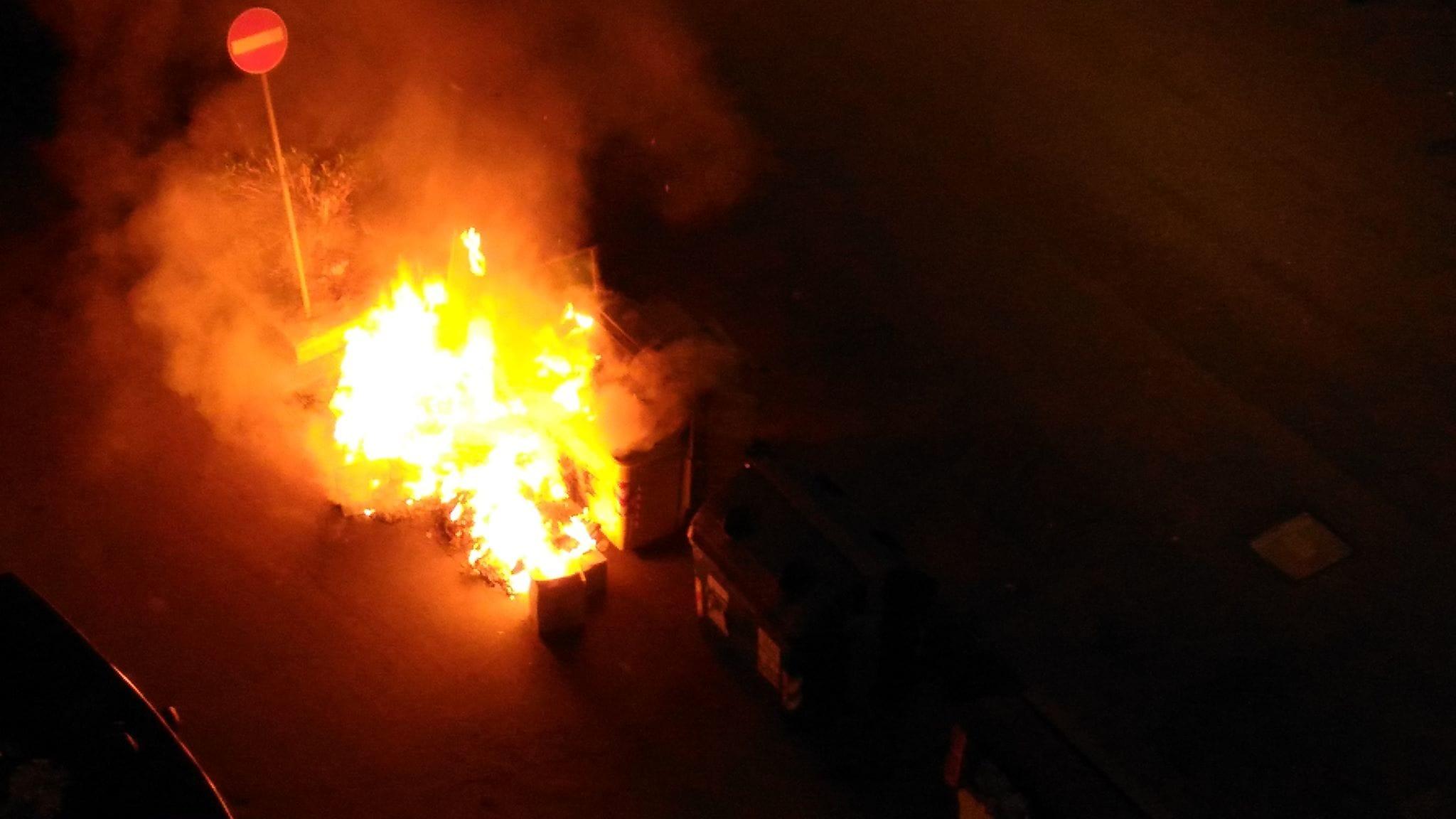 Cassonetti in fiamme-2