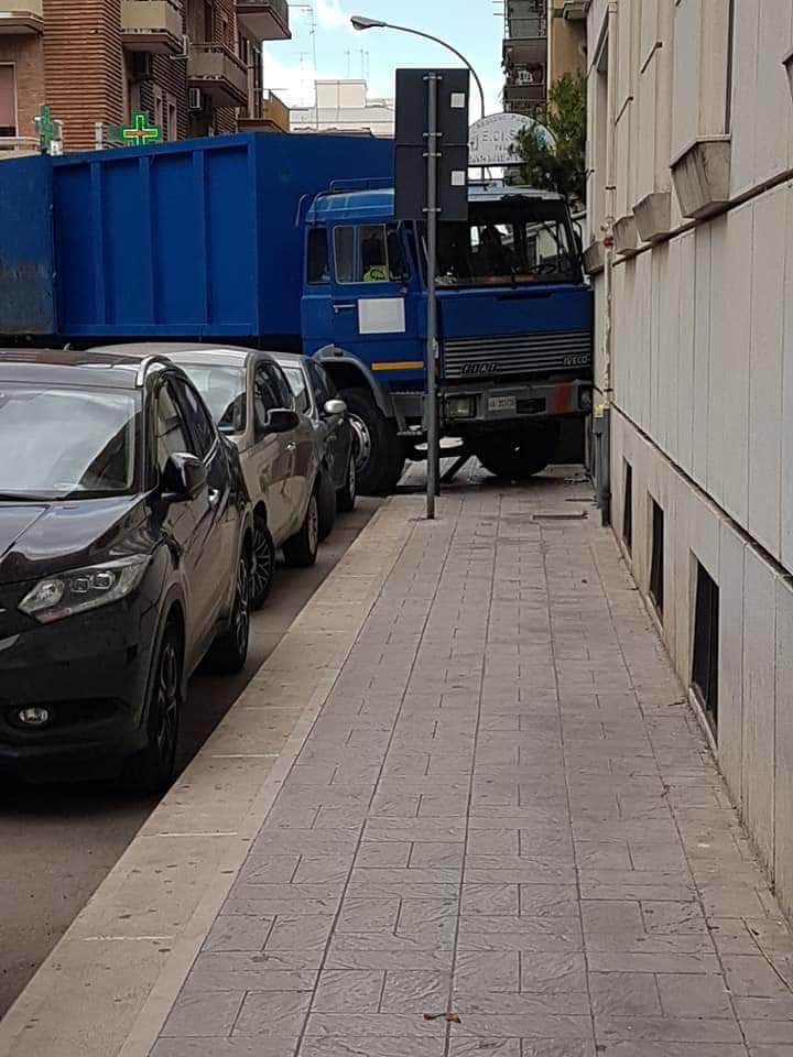 palazzo camion piazza san francesco-2