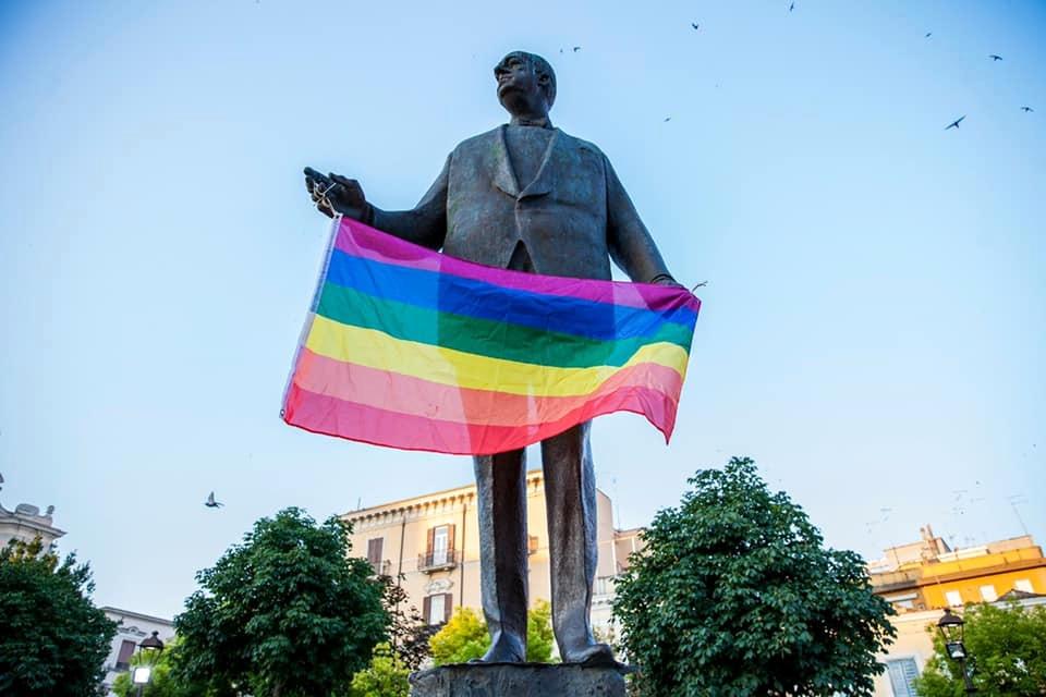 piazza giordano global pride bandiera arcobaleno-2
