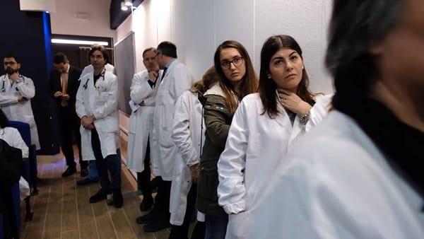"""Assunzioni a Foggia e in Puglia: 2500 oss, 1000 infermieri e precari stabilizzati. Emiliano: """"Lo abbiamo fatto noi dopo 20 anni"""""""