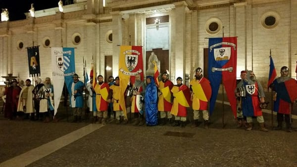 Tutto pronto per il 1° Palio delle Contrade delle Torri: le luci della storia illuminano Manfredonia