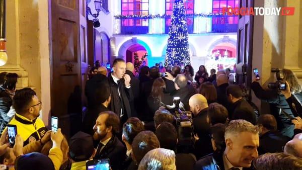 La magia del Natale inonda Candela (e strega il premier Conte): inaugurata la 'Casa di Babbo Natale'