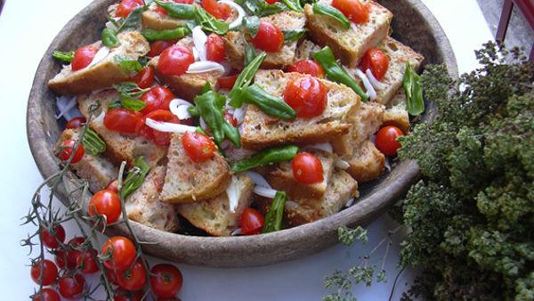 Pane bagnato, pomodoro e origano. San Marco in Lamis ospita la sagra dell'acquasala fredda