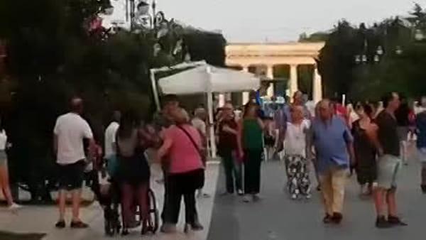 """Non si abbassano i dissuasori, ambulanza bloccata all'ingresso di via Lanza: """"Che vergogna!"""""""