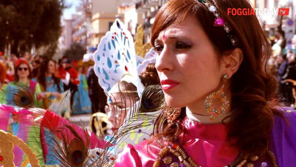 Lo spettacolo del Carnevale di Manfredonia: la città si riempie di gioia e colori con la Gran Parata delle Meraviglie