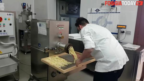 Perse un arto in un incidente, adesso lavora in un hotel di lusso: la seconda vita di Michele e il suo sogno di diventare uno chef