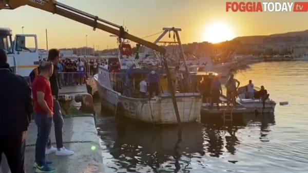 Donna finisce con l'auto in mare e muore: le drammatiche immagini dal molo di Ponente a Manfredonia