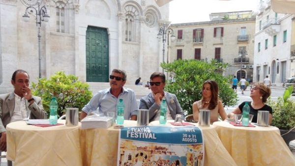 """Gli artisti di strada invadono la città, tutti gli eventi del """"Foggia Teatro Festival"""""""
