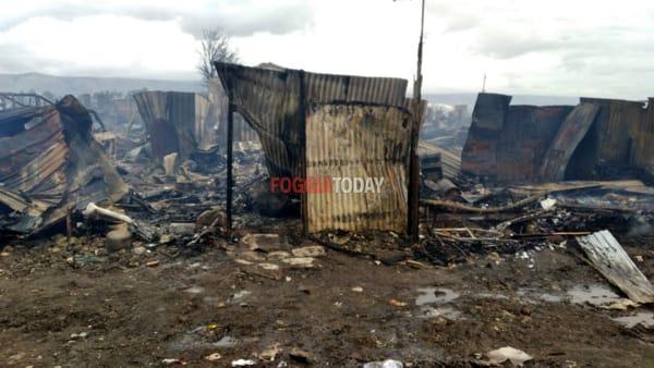 """Brucia ancora il ghetto di Borgo Mezzanone. """"Nel frattempo il Governo continua a fare demagogia sulla nostra pelle"""""""