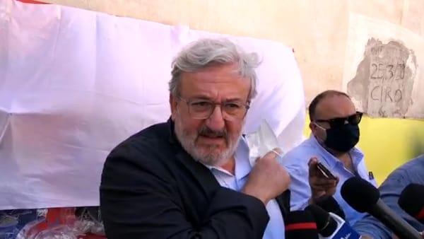 """Emiliano a Foggia non bada agli avversari e spera ancora nei cinquestelle: """"Serve squadra come testuggine romana"""""""