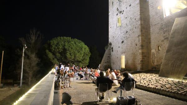 """Viaggio tra vino, musica e sapori: a Torre Alemanna una serata di """"Assaggi di Capitanata"""""""