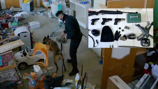 Massiccio intervento nell'area dell'ex macello: trovati munizioni da guerra, droga e il kit del rapinatore. Arrestato 25enne