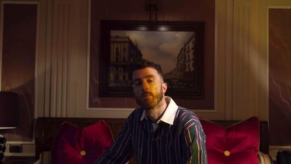Mecna a Foggia. il rapper presenta il suo nuovo album alla Mondadori