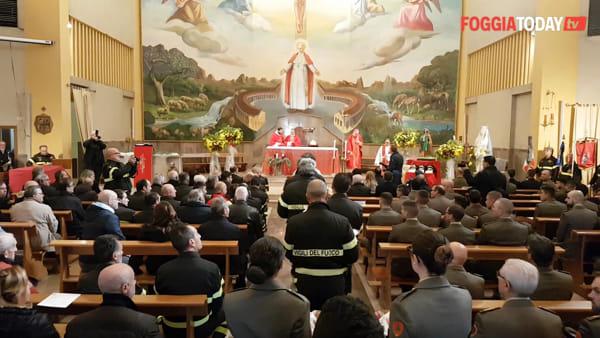 I vigili del fuoco onorano la patrona Santa Barbara: la cerimonia in memoria di Antonio, Marco e Matteo