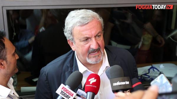"""Emiliano a Foggia (tra le contestazioni) per la firma del Cis, pensa a Borgo Mezzanone: """"3 milioni per porre fine a quell'orrore"""""""