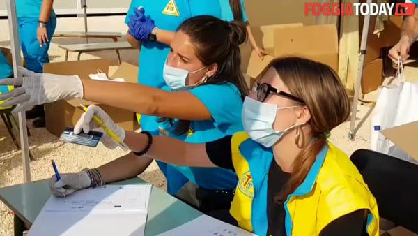 """La Regione Puglia distribuisce 900 kit per l'igiene personale ai migranti del """"ghetto"""" Torretta Antonacci"""