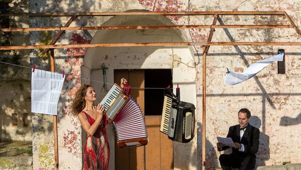 La Musica dei Folksongs nella mostra di Michele Roccotelli
