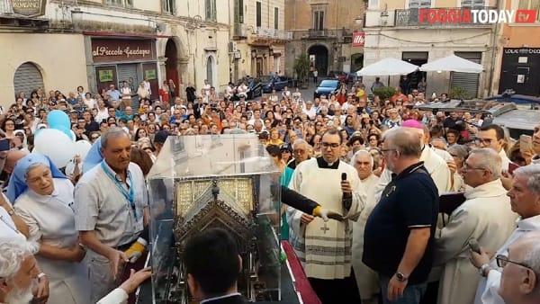 """VIDEO   """"Straordinario momento di grazia"""" a Foggia: così i fedeli hanno accolto le spoglie di S. Bernardette e il simulacro della Madonna di Lourdes"""