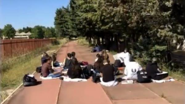 """""""Caro liceo, mi manchi"""". Emozionante videolettera degli studenti foggiani del 'Perugini'. Applausi dal ministro: """"Bravi tutti"""""""