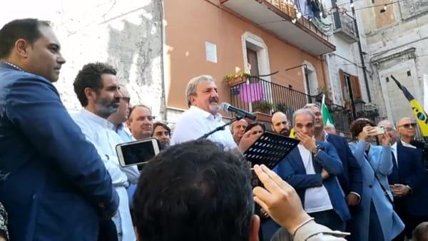 """Bagno di folla per Emiliano, il presidente rilancia la """"rivoluzione gentile della Puglia"""": """"Avanti così tutti insieme"""""""