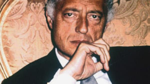 Il giornalista Antonio Parisi svela i segreti, misteri e retroscena di una dinastia italiana: 'Gli Agnelli'