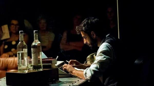 Il ritorno di Gianmarco Saurino al Teatro dei Limoni: l'attore foggiano protagonista con 'L'uomo più crudele del mondo'