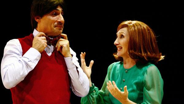 """""""Due di noi"""" in tre situazioni matrimoniali. Emilio Solfrizzi e Lunetta Savino al Teatro """"Dalla"""""""