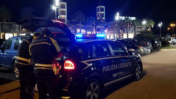 Foggia, polizia locale nelle zone della movida: raffica di multe, beccati parcheggiatori abusivi