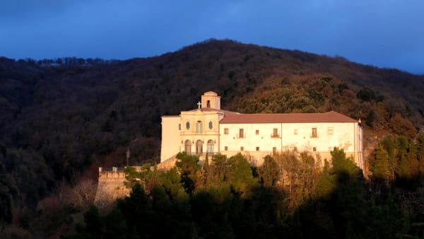 La-calda-luce-del-tramonto-illumina-il-Convento-di-San-Matteo-Apostolo-1024x732-2