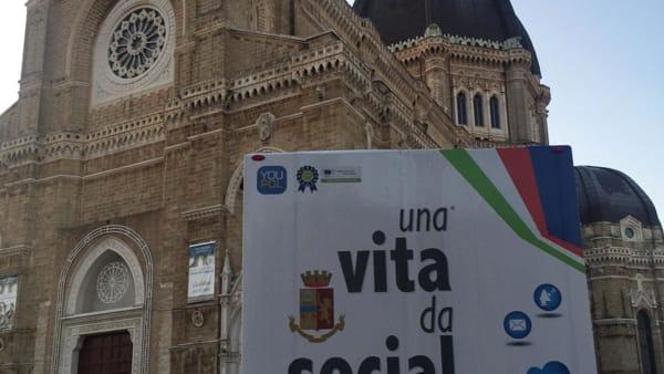 """Cyberbullismo e i rischi della rete, a Cerignola fa tappa la campagna educativa """"Una vita da social"""""""