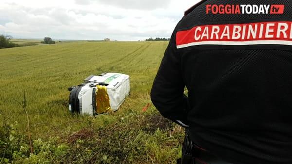 VIDEO | Furgone fuori strada a Stornarella, muore conducente: le immagini sul luogo dell'accaduto