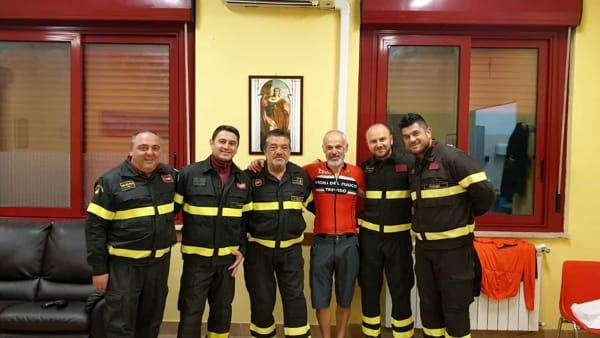 Il giro d'Italia di Flavio Mariotto: settemila chilometri in bici per abbracciare i vigili del Fuoco di tutto il Paese
