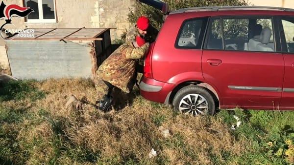 Carabinieri e Cacciatori non danno tregua ai rapinatori: trovate pistole, passamontagna e chiodi a quattro punte nei campi