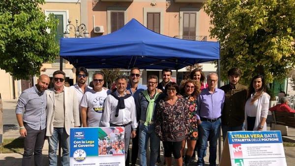 """Gazebata leghista in piazza Giordano, per Capitan Salvini e contro il governo Conte """"che ha riaperto i porti"""""""