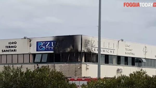Incendio a Foggia: a fuoco il capannone ex 'Zulli Ceramiche'