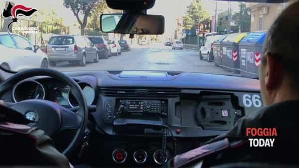 VIDEO | Controlli antidroga in città: carabinieri passano al setaccio l'area della villa comunale