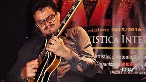 """presentazione libro con l'autoreugo sbisa """" puglia, le eta' del jazz  - concerto del jazz it up quartet-4"""