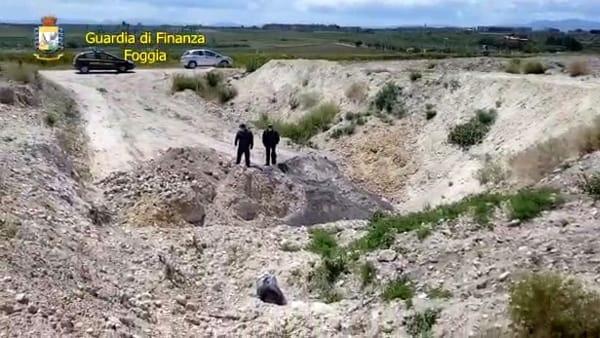 GdF scopre maxi-discarica a Lucera: l'area di 5mila mq era diventata un deposito incontrollato di rifiuti