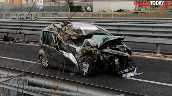 Spaventoso scontro sulla Statale 16: le immagini sul luogo dell'incidente