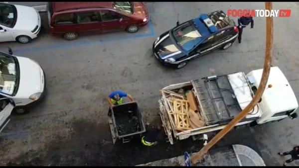 VIDEO | Ancora cassonetti a fuoco, a Foggia: piromani in azione da via Pogdora e via Manfredonia