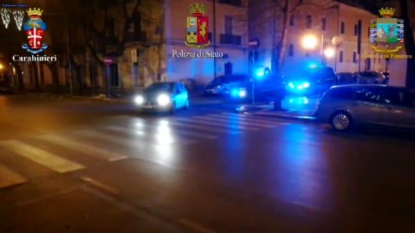 """Maxi operazione ad """"Alto impatto"""" a Foggia: perquisizioni e controlli a tappeto in tutta la città"""