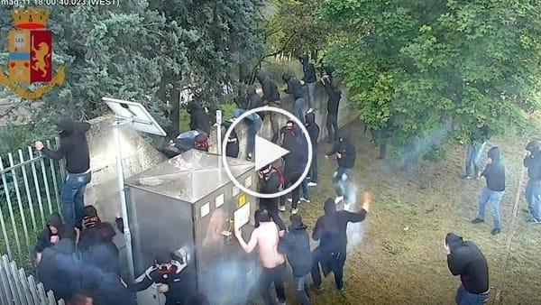 """Tifosi esagitati, la """"guerriglia urbana"""" dopo la retrocessione del Foggia: le immagini video degli scontri di Verona"""