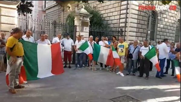 """""""Noi non siamo mafiosi!"""", gli agricoltori foggiani  in piazza col tricolore per dire """"basta agli eccessivi controlli"""": """"Così chiudiamo"""""""
