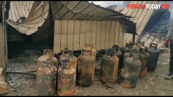 'Gran Ghetto', quel che resta dopo le fiamme: recuperate bombole a gas tra le lamiere fumanti